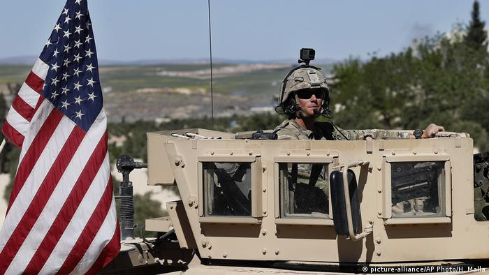 Syrien Manbidsch US-Truppen (picture-alliance/AP Photo/H. Malla)