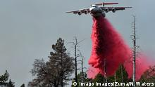 24.10.2019 *** October 24, 2019, Geyserville, California, USA: Airplane tankers drop fire retardant on the Kincade Fire in an effort to control the more than 10,000 acre fire from spreading. Geyserville USA PUBLICATIONxINxGERxSUIxAUTxONLY - ZUMAw332 20191024zapw332028 Copyright: xNealxWatersx
