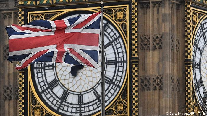 London Brexit / Flagge vor Uhr am Queen Elizabeth Tower