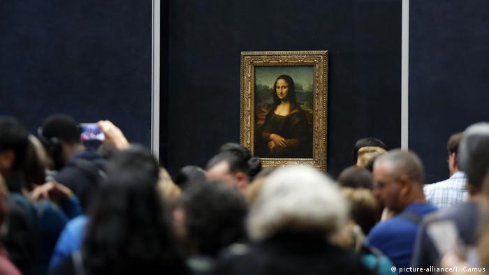 Посмотреть на Мону Лизу в Лувре ежедневно приходят до 30 тысяч человек