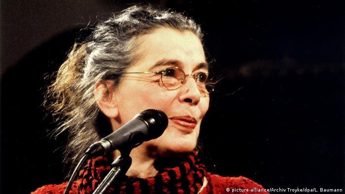 Die Liedermacherin Bettina Wegner (picture-alliance/Archiv Troyke/dpa/L. Baumann)
