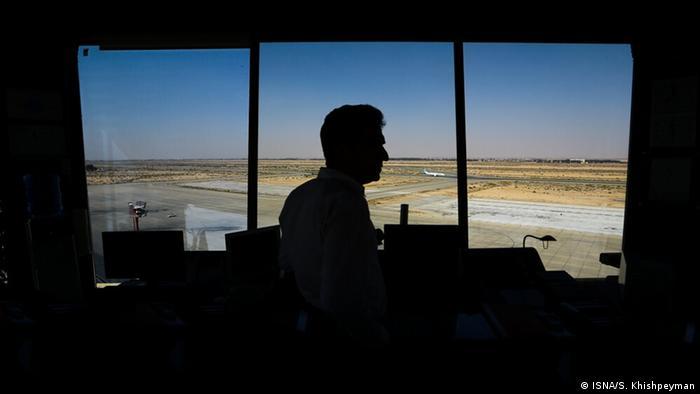 برج مراقبت پرواز، تضمینی برای اعتماد به سفرهای هوایی است. جایی که از لحظه برخاستن تا نشستن غولهای پرنده، شرایط مرتبط با پرواز را تحت کنترل دارد و ایمنی آن را دائما کنترل میکند. روز یکشنبه۲۰ اکتبر، روز جهانی برج مراقبت و کنترلکنندههای ترافیک هوایی بود.