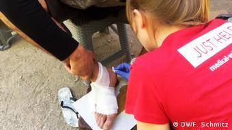 Πρώτες βοήθειες στο κινητό ιατρείο της Ρόζε Χάνζεν