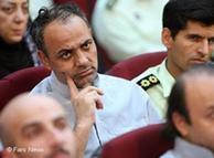 احمد زید  آبادی در صحنهای از دادگاههای موسوم به نمایشی علیه روزنامهنگاران و  فعالان سیاسی