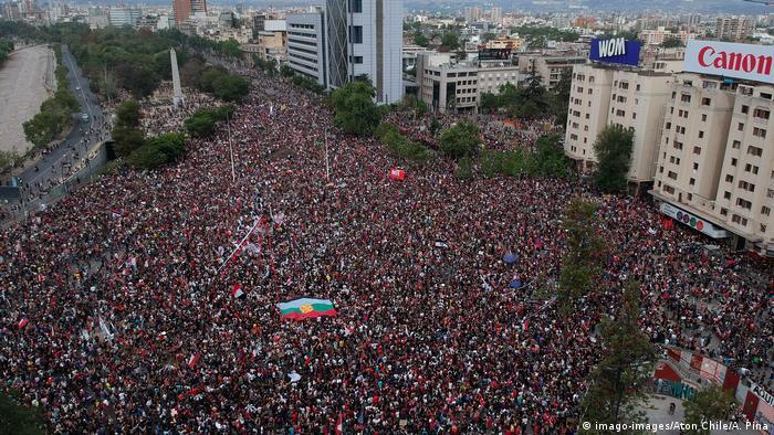 Mais de 500 mil pessoas participam de protesto em Santiago