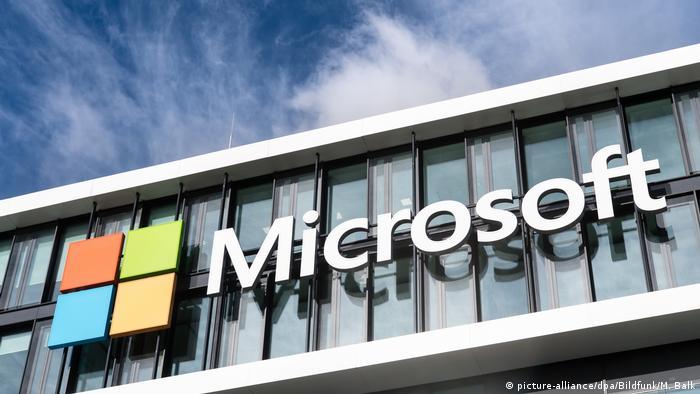 Pentagon awards $10-billion ′war cloud′ deal to Microsoft