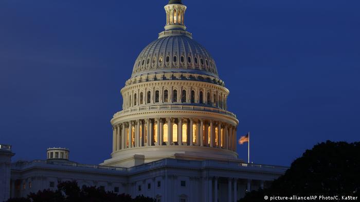 Бюджетне бюро Конгресу США припускає, що дефіцит бюджету країни може перевищити трильйон доларів