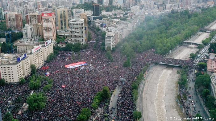 Mais de um milhão de pessoas foram às ruas de Santiago para protestar