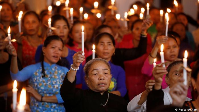 Catholics attend a mass prayer for 39 people found dead in the back of a truck near London, UK in Nghe An province, Vietnam