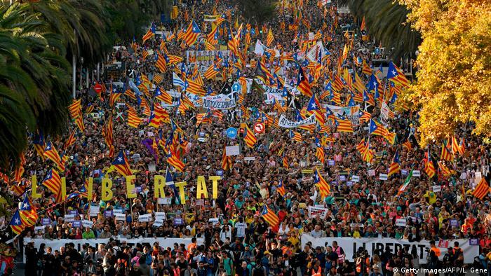 Spanien | Proteste in Barcelona (Getty Images/AFP/L. Gene)