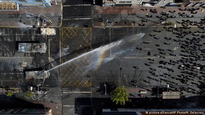 Jatos d'água contra manifestantes: protestos tomaram por semanas as ruas