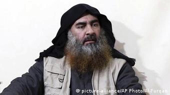 IS-Chef Abu Bakr al-Bagdadi (picture-alliance/AP Photo/Al-Furqan)