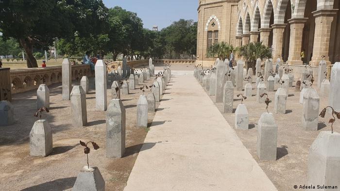 Ausstellung The Killing Fields of Karachi von Adeela Suleman