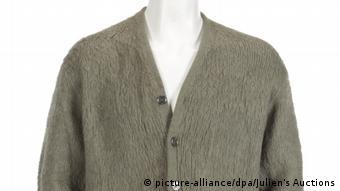 Julien's Auctions Müzayede Evi Kurt Cobain'in hırkası için ödenen 334 bin doların bu tip bir giysiye biçilen en yüksek fiyat olduğunu kaydetti