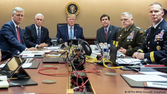 Beobachtung der Entwicklungen während der Razzia der US-Spezialeinheiten in Syrien