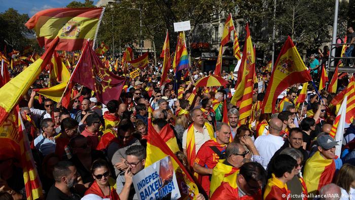 Spanien Zehntausende demonstrieren in Katalonien für die Einheit