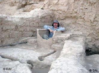 Археолог Леонид Сверчков в ванне