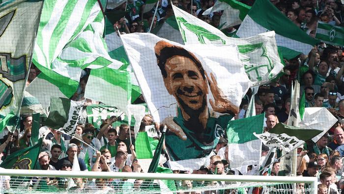 Deutschland Bundesliga Werder Bremen | Fahne Claudio Pizarro