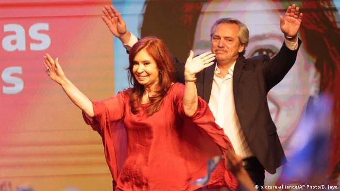 Alberto Fernández e Cristina Kirchner celebram a vitória na eleição presidencial de 2019 na Argentina