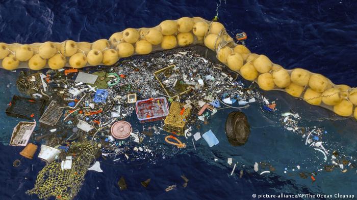 کارشناسان بهترین راه حل پاکسازی دریاها از پلاستیک را کاهش سریع تولید پلاستیک در دنیا میدانند