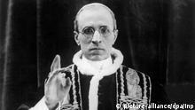 Rolf Hochhuth nennt Pius XII. satanischen Feigling Vatikan III. Reich Hitler
