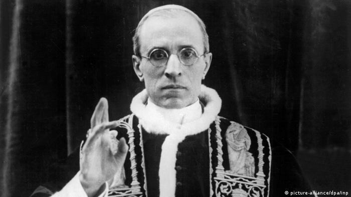 Rolf Hochhuth nennt Pius XII. satanischen Feigling Vatikan III. Reich Hitler (picture-alliance/dpa/inp)