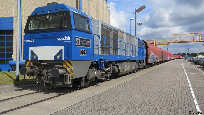 Поезд, перевозящий ядерные отходы компании Urenco из Германии в Россию