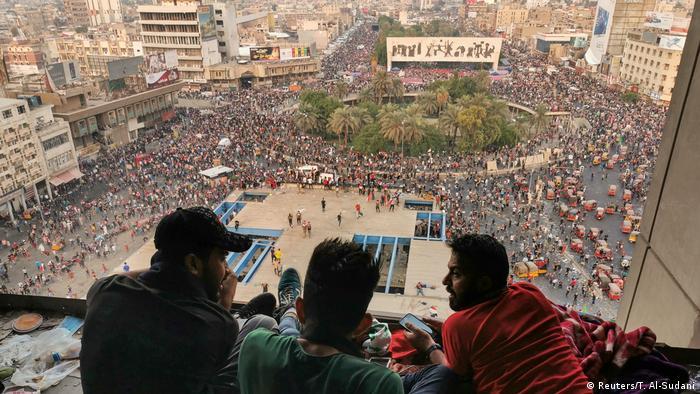 Manifestación en una plaza central de Bagdad, Irak