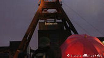 Zeche Zollverein im Abendlicht (Foto: Roland Weihrauch dpa/lnw)