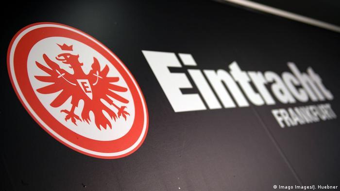 Deutschland Fußball Logo Eintracht Frankfurt (Imago Images/J. Huebner)