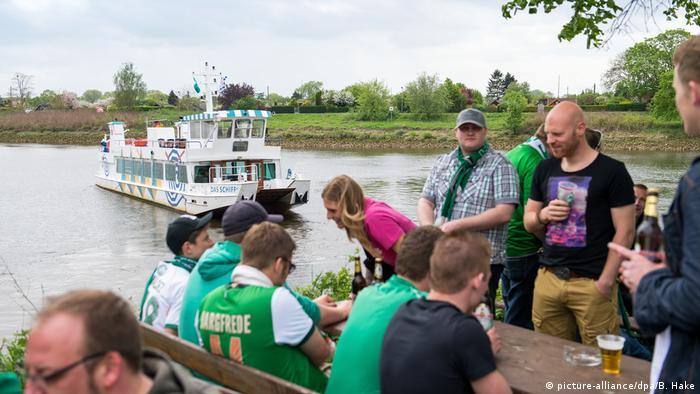 Werder Bremen fans (picture-alliance/dpa/B. Hake)