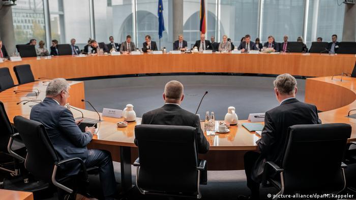 Anhörung der Geheimdienste (picture-alliance/dpa/M. Kappeler)