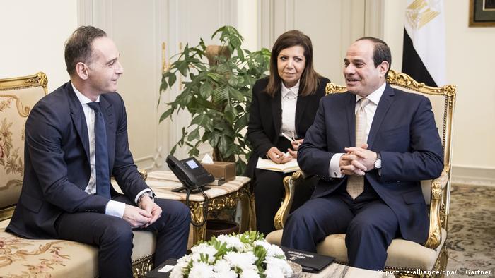 El ministro de Asuntos Exteriores, Heiko Maas, con el presidente egipcio, al-Sisi, en El Cairo.
