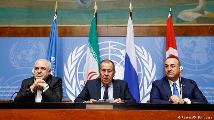 Главы МИД Турции, России и Ирана на пресс-конференции в Женеве перед началом работы сирийского конституционного комитета