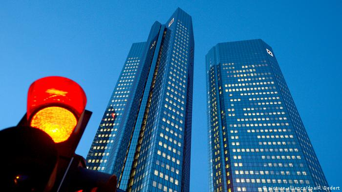 Deutsche Bank headquarters next to a red traffic light