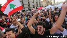 29.10.2019 *** Protestors celebrate after Lebanon's Prime Minister Saad al-Hariri announced his resignation in Beirut, Lebanon October 29, 2019. REUTERS/Aziz Taher