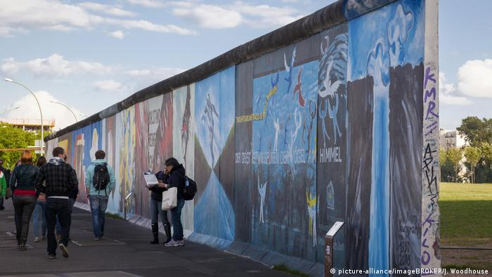 Berlin | East Side Gallery (picture-alliance/imageBROKER/J. Woodhouse)
