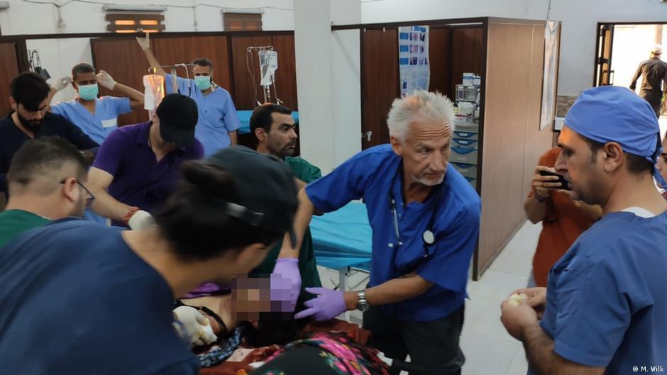 Nordsyrien - Arzt Michael Wilk behandelt verletzte