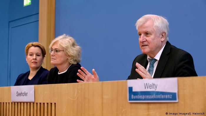 Berlin | Bundespressekonferenz | Aktionsplan gegen Rechtsextremismus