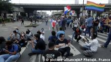 University students block a street near the National Assembly to protest proposed constitutional reforms in Panama City, Wednesday, Oct. 30, 2019. It was the third day of protests against reforms to the country's constitution that give more power to Congress, allowing lawmakers to change the national budget, set its salary and oversee investigations of judges and prosecutors. (AP Photo/Arnulfo Franco) |