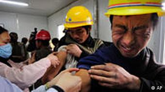 Chinese migrant workers get H1N1 flu vaccinations