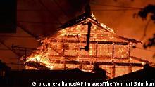 BG Brand Burg Shuri in Japan (picture-alliance/AP Images/The Yomiuri Shimbun)
