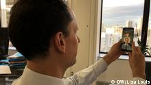18. Oktober 2019 in Paris. Jérome Létier, head of the national agency for secure documents, as he uses a test version of the new app Alicem, which is based on facial recognition.