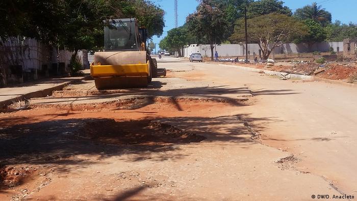 Obras de reabilitação das vias de acesso em Pemba.