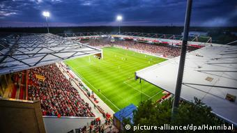 1. FC Union Berlin: Home match in the stadium at the Alte Försterei (picture-alliance/dpa/Hannibal)