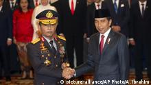 Indonesien Jakarta | Amtseinführung des neuen Polizeichefs Idham Aziz neben Joko Widodo