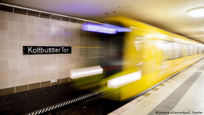 Berlin | U-Bahn haltestelle Kottbusser Tor