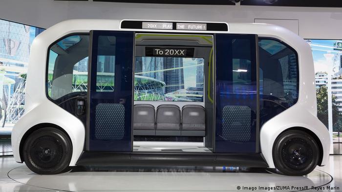 E-pallete е мултифункционален електронен автомобил, който може да се използва за различни цели. С модела, който се вижда на снимката, могат да се превозват пътници. Други модели обаче биха могли да бъдат използвани и като мобилен офис, магазин или хотел на колела - със съответното оборудване на салона. Концернът Тойота представи първите такива автомобили преди две години на автосалона в Лас Вегас.