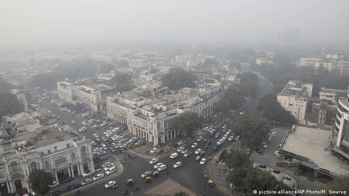 Aerial picture showing smog over New Delhi (picture-alliance/AP Photo/M. Swarup)