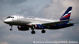 Самолет российской авиакомпании Аэрофлот идет на посадку